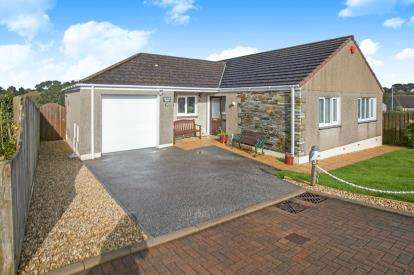 3 Bedrooms Bungalow for sale in Barncoose, Redruth, Cornwall