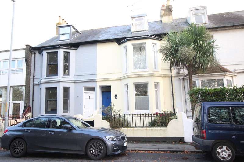 3 Bedrooms House for sale in Dover Road, Walmer, Deal, Kent, CT14