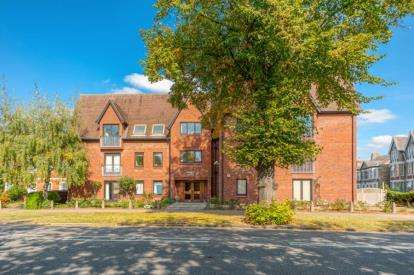 3 Bedrooms Flat for sale in Albany House, 4 The Embankment, Bedford, Bedfordshire
