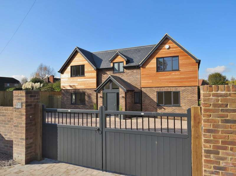 5 Bedrooms Detached House for sale in Forest Dale Road, Marlborough