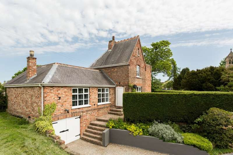 3 Bedrooms Detached House for sale in Church Road, Stamford Bridge, York, YO41
