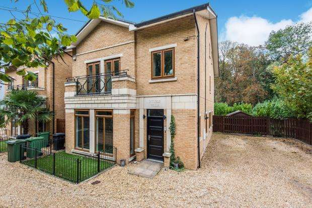5 Bedrooms Detached House for sale in Old Malden Lane, Worcester Park, Surrey