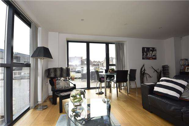 2 Bedrooms Flat for sale in Airpoint, Skypark Road, Bristol, BS3 3NG