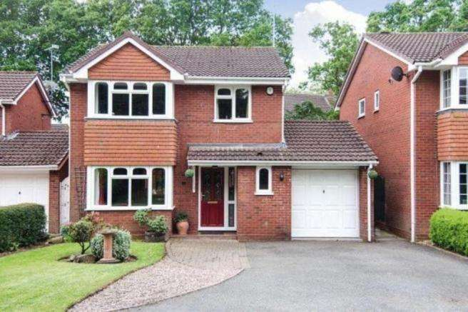 4 Bedrooms Detached House for sale in Wilkinson Close, Burntwood