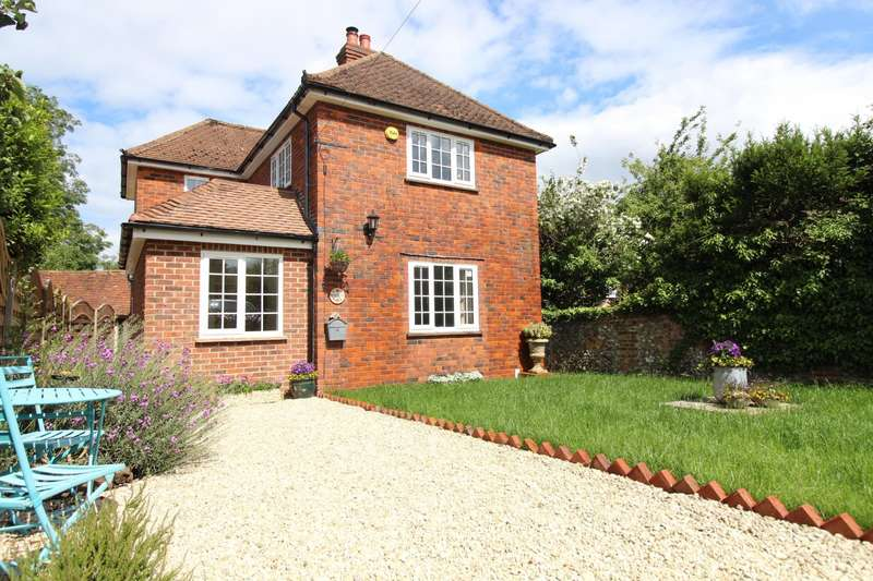 3 Bedrooms Detached House for sale in Piddington Lane, Wheeler End Common