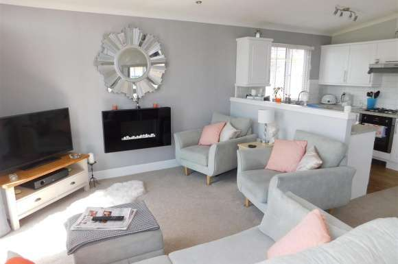 2 Bedrooms Property for sale in Irwin Road, Minster On Sea, Sheerness