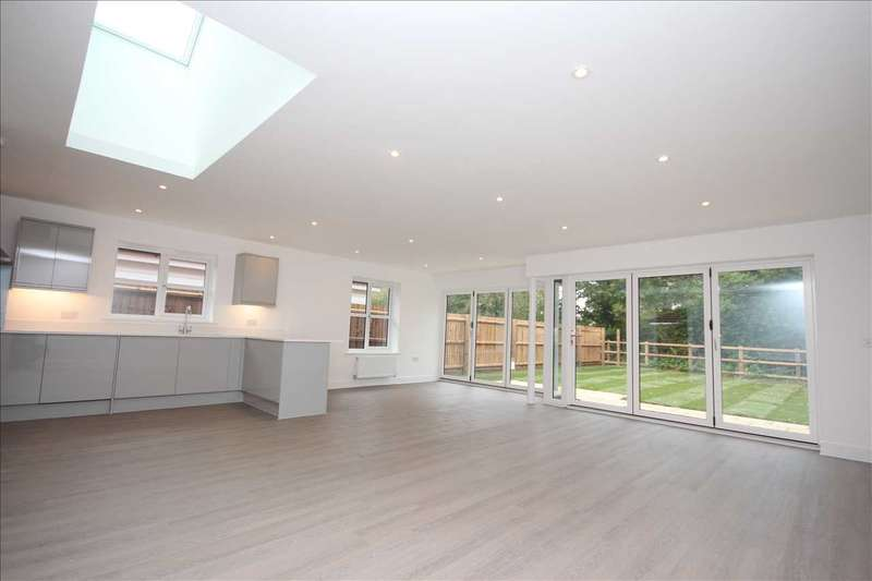 3 Bedrooms Bungalow for sale in Connaught Road, Weeley-Heath