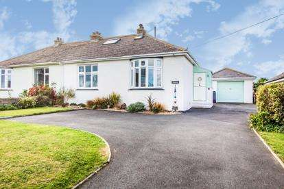 4 Bedrooms Bungalow for sale in Windmill, Trevone, Cornwall