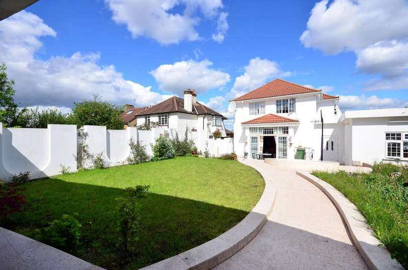4 Bedrooms Detached House for sale in Highland Avenue, Hanwell, W7