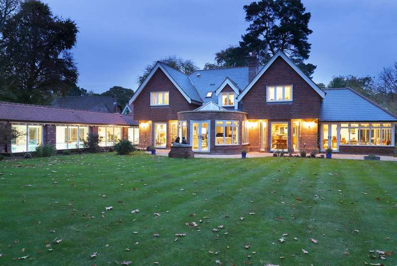 5 Bedrooms Detached House for sale in Brighton Road, Sway, Lymington, Hampshire