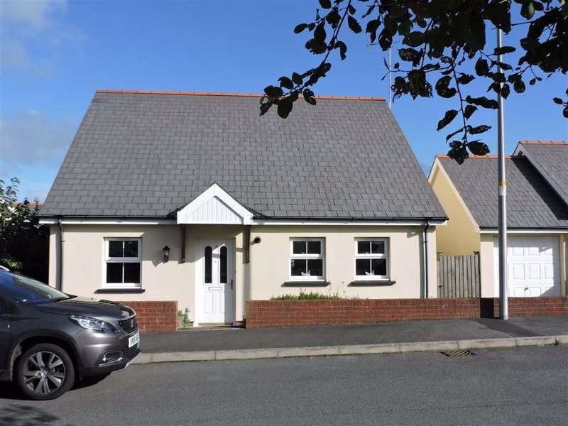 2 Bedrooms Detached Bungalow for sale in Maes Waldo, Fishguard