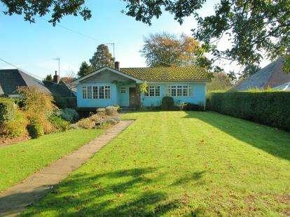 3 Bedrooms Bungalow for sale in Dunstan Lane, Burton, Neston, Cheshire, CH64