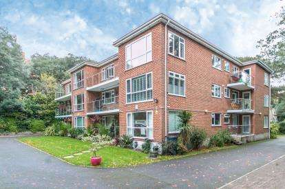 2 Bedrooms Flat for sale in 29 Dean Park Road, Bournemouth, Dorset
