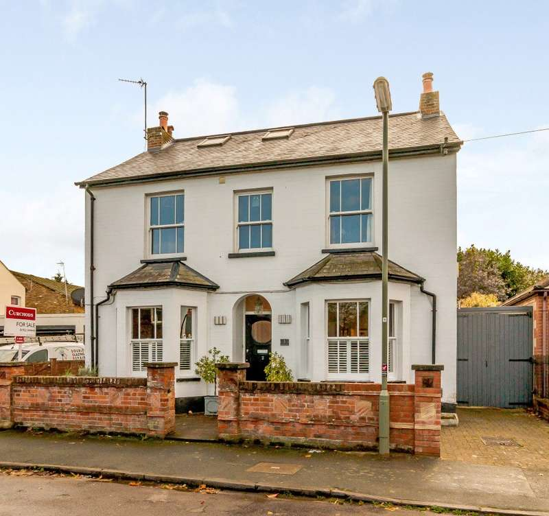 5 Bedrooms Detached House for sale in Chapel Avenue, Addlestone, KT15