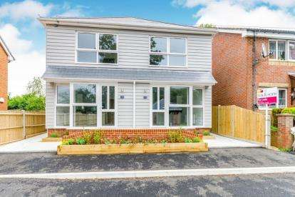 1 Bedroom End Of Terrace House for sale in Millbrook, Southampton, Hampshire