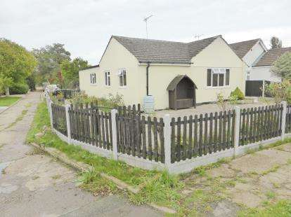3 Bedrooms Bungalow for sale in Hullbridge, Essex