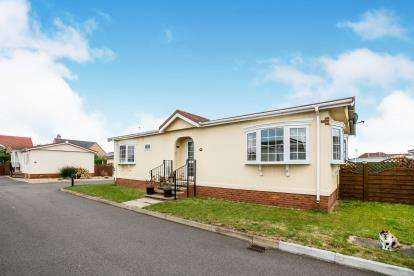 2 Bedrooms Mobile Home for sale in Three Star Park, Bedford Road, Lower Stondon, Henlow