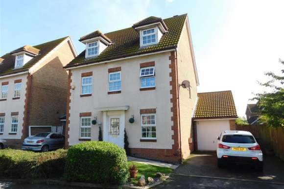 5 Bedrooms Property for sale in Penny Cress Road, Minster On Sea, Sheerness