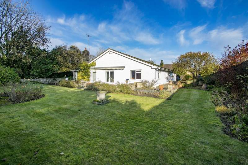 4 Bedrooms Detached Bungalow for sale in Three Gables Lane, Streatley On Thames, RG8