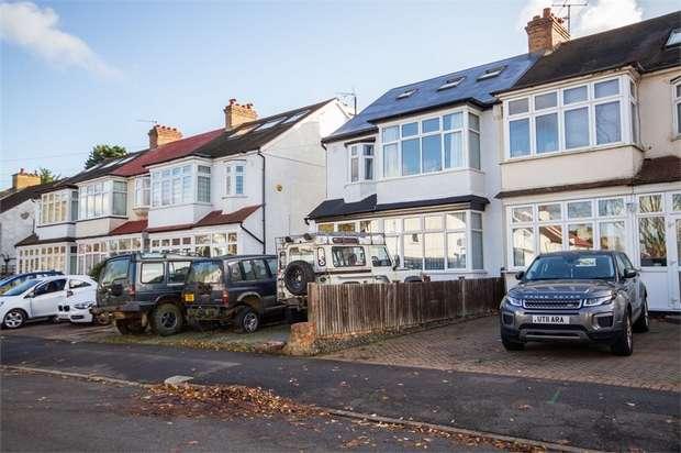 4 Bedrooms Semi Detached House for sale in Bute Gardens West, Wallington, Surrey