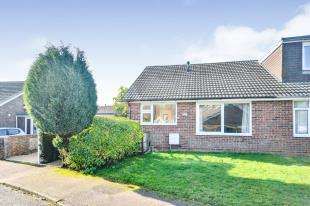 2 Bedrooms Bungalow for sale in Fern Close, Hawkinge, Folkestone, Kent