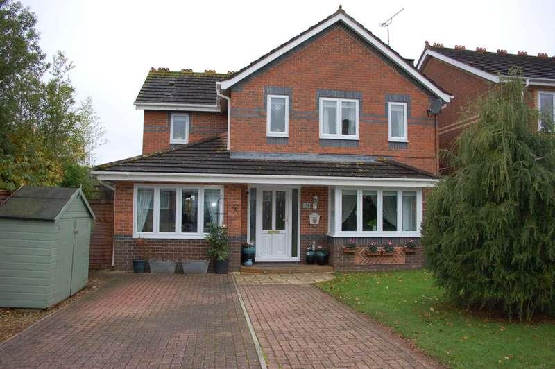 4 Bedrooms Detached House for sale in Mead Way, Monkton Heathfield