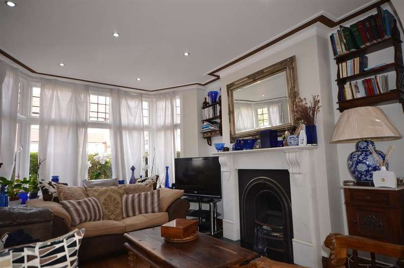 4 Bedrooms Semi Detached House for sale in Crummock Gardens, London, NW9 0DH