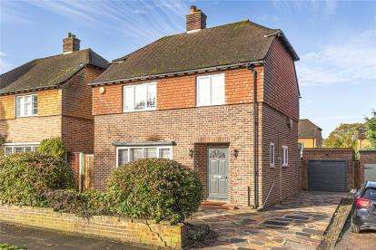 3 Bedrooms Detached House for sale in Oakley Drive, Bromley