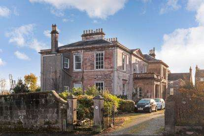 2 Bedrooms Flat for sale in Margaret Street, Greenock