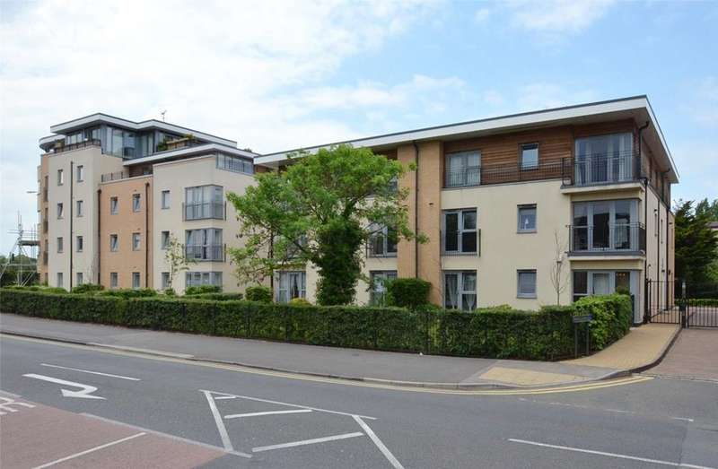2 Bedrooms Flat for rent in Pavilions, Windsor, Berkshire, SL4