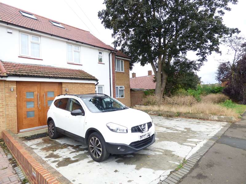 5 Bedrooms Semi Detached House for sale in Sopwith Road, Hounslow, Greater London , TW5