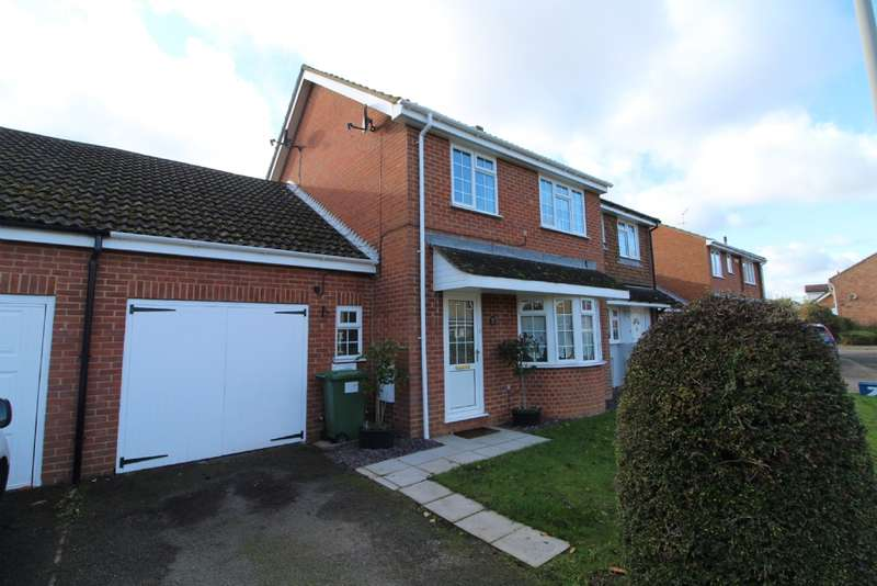 4 Bedrooms Semi Detached House for sale in Eliot Close, Newport Pagnell, Buckinghamshire