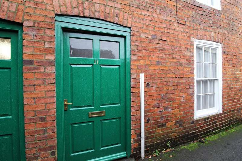 2 Bedrooms Terraced House for sale in Franklin Passage, Spilsby, PE23 5JD