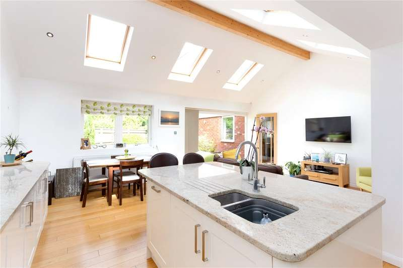 4 Bedrooms Detached House for sale in Church Road, Penn, Buckinghamshire, HP10
