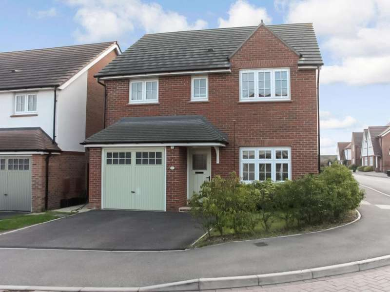 4 Bedrooms Detached House for sale in Messenger Road, Woodley, RG5