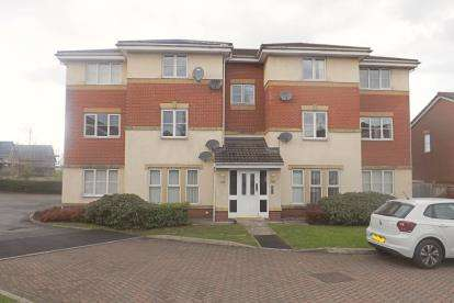 2 Bedrooms Flat for sale in Lawndale Close, Radcliffe, Manchester, Greater Manchester
