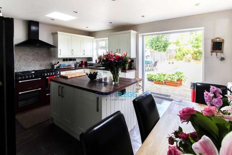 3 Bedrooms Semi Detached House for sale in Wexham - Extended   No Chain