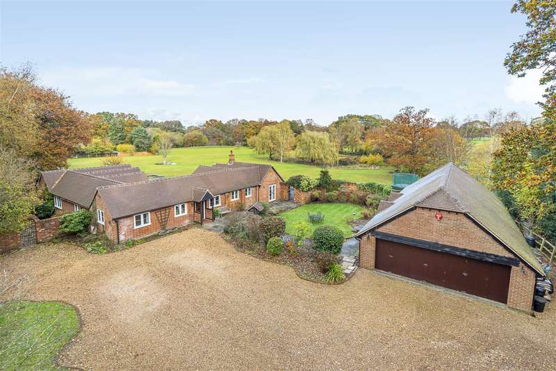 4 Bedrooms Detached Bungalow for sale in Honey Hill, Wokingham