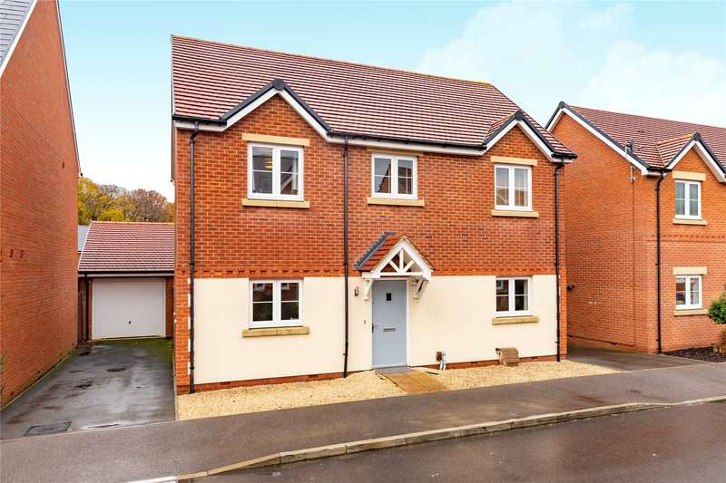 4 Bedrooms Detached House for sale in Barn Owl Drive, Bracknell, Berkshire, RG12