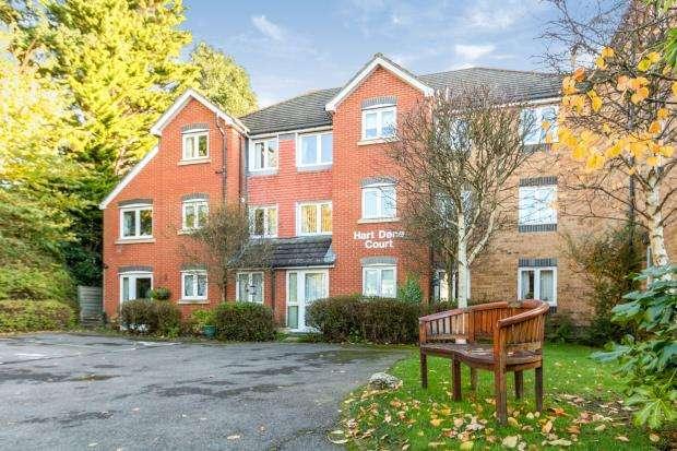 2 Bedrooms Flat for sale in Bagshot, Surrey, United Kingdom