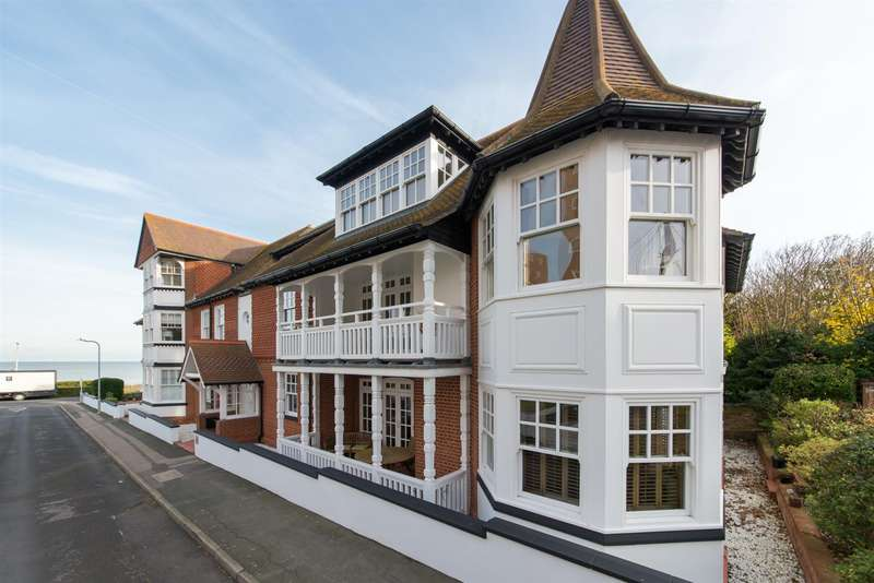 3 Bedrooms Apartment Flat for sale in Sea Road, Westgate-On-Sea