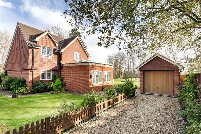 3 Bedrooms Detached House for sale in Sussex Road, Petersfield, Hampshire, GU31
