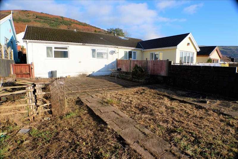 3 Bedrooms Bungalow for sale in Meadow Walk, Pentre