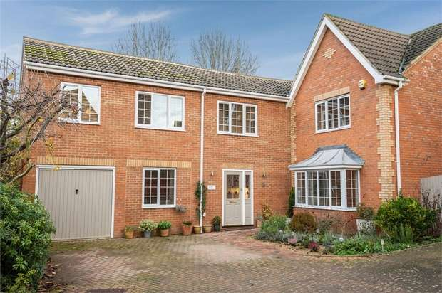 6 Bedrooms Detached House for sale in Priory Gate, Shefford, Bedfordshire