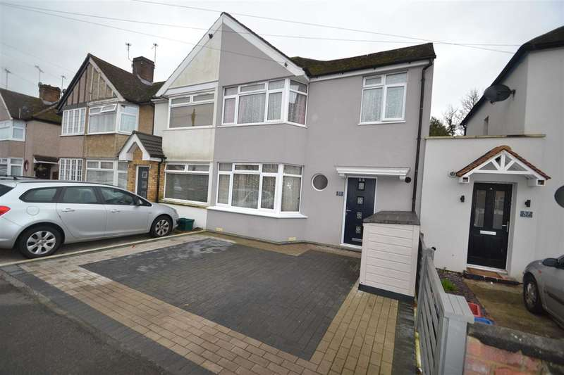 3 Bedrooms Terraced House for sale in Fernside Avenue, Hanworth