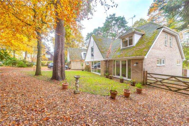 5 Bedrooms Detached House for sale in Heathermount Drive, Crowthorne, Berkshire