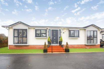 2 Bedrooms Bungalow for sale in Chesters Croft, Cheadle Hulme, Cheadle, Greater Manchester