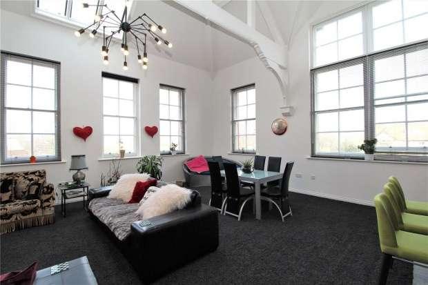 3 Bedrooms Apartment Flat for sale in College Court, Lytham St. Annes, Lancashire, FY8 1QE