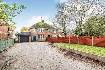 3 Bedrooms Semi Detached House for sale in Bedford Road, Clapham, Bedford, Bedfordshire