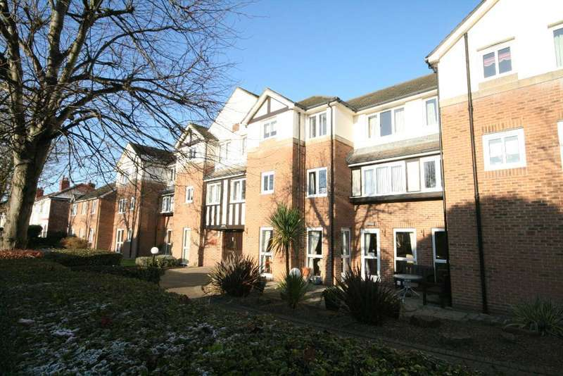 1 Bedroom Flat for sale in St Clair Drive, Churchtown, PR9 7LF